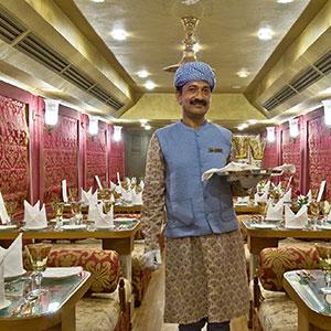 Viaje a la India: recorrer la India en un tren de lujo.